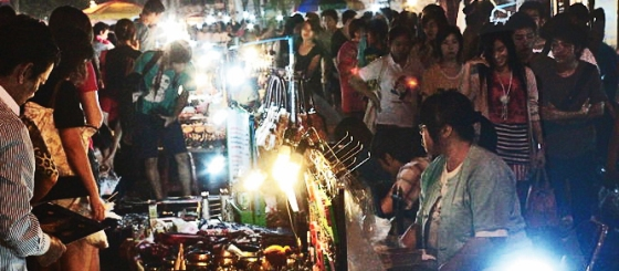 800px-ChiangMaiNightMarket