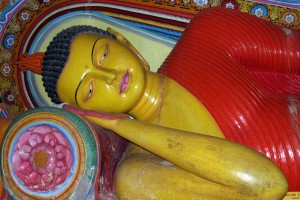100-reclining-buddha-in-isurumuniya-vihara-anuradhapura