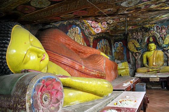 Aluvihara-Resting-Buddha